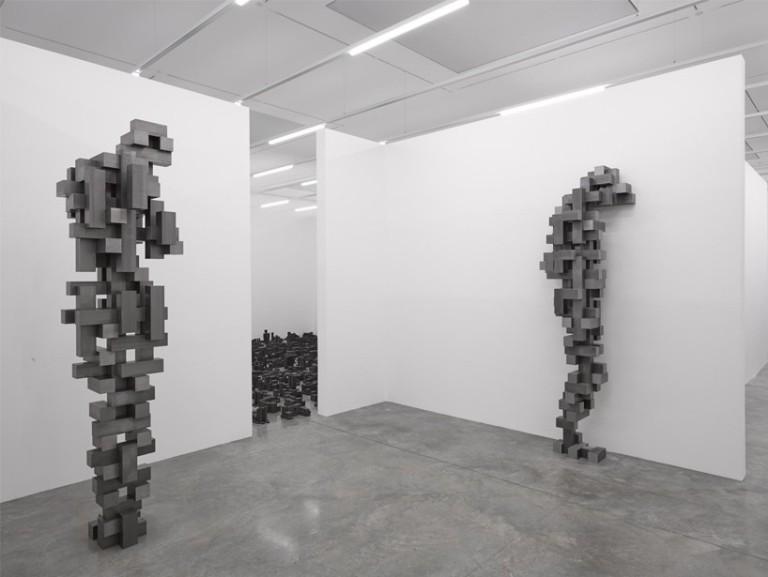 antony-gormley-fit-sculptures-white-cube-designboom03-818x615.jpg